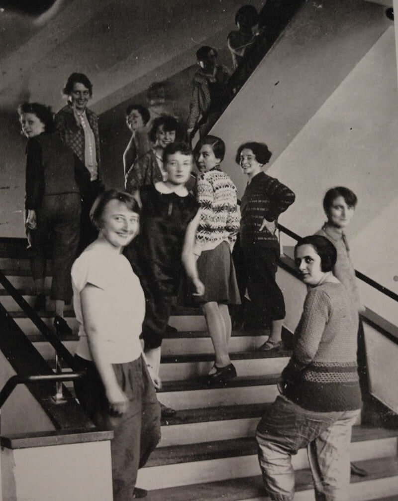 Lux-Feininger-bauhaus-women-on-stairs-