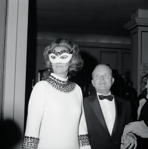 Author Truman Capote, host of a private party for 450, arrives at the Hotel Plaza holding hands with Mrs. Katherine Graham, the guest of honor. Mrs. Graham is the president of the Washington Post and Newsweek Magazine.